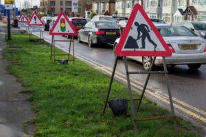 Znaki drogowe związane z budową