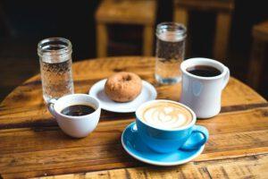 Espresso ze szklanką wody